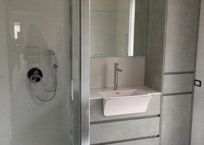 Ristrutturazione Bagni, Ellegi Snc, Milano, base con lavabo integrato, specchio, box doccia