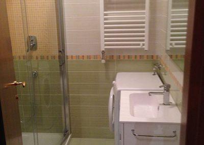 Ristrutturazione Bagni, Ellegi Snc, Milano, lavabo, specchio, box doccia, termoarredo