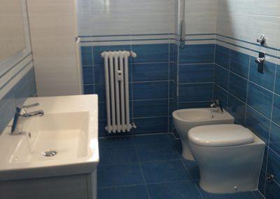 Ristrutturazione Bagni, Ellegi Snc, Milano, base con lavabo integrato, specchio, sanitari, termoarredo
