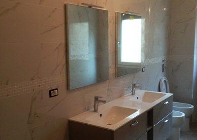 Ristrutturazione Bagni, Ellegi Snc, Milano, base con lavabo integrato, specchio, sanitari